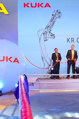 KUKA机器人闪耀亮相2016中国国际工业博览会