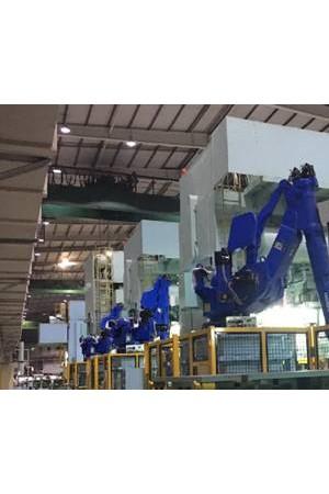 安川首钢自主集成机器人冲压搬运生产线