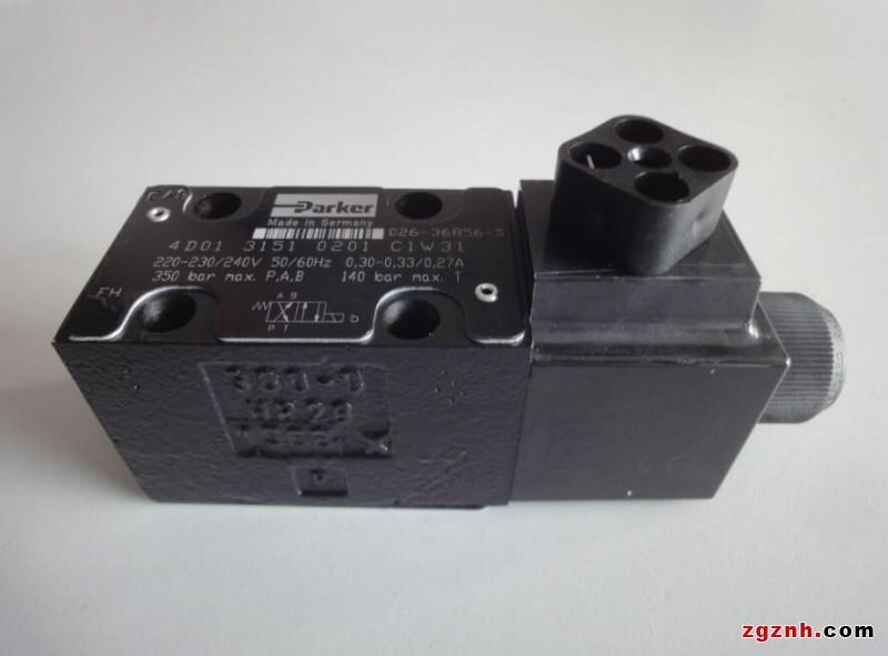 直通式单向阀用螺纹连接安装在管路上.图片